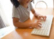 子どもとキーボード.jpg