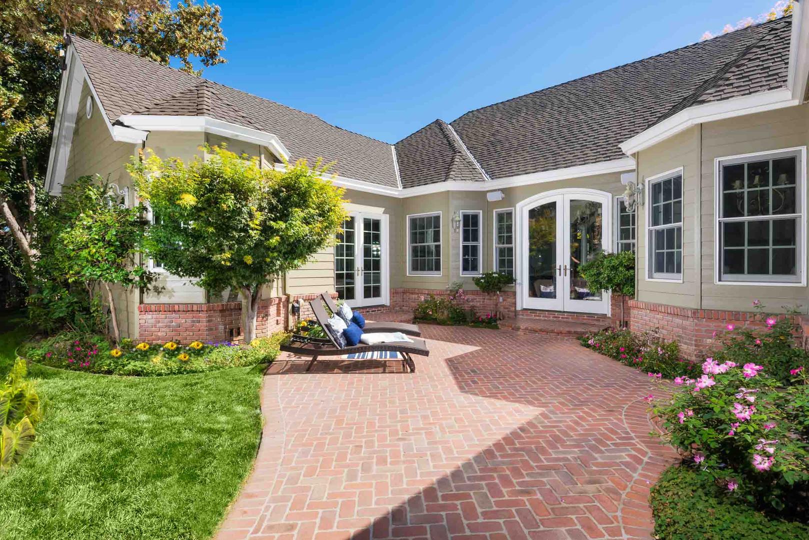 Traditional - Lilac - Backyard - 1 - Aft