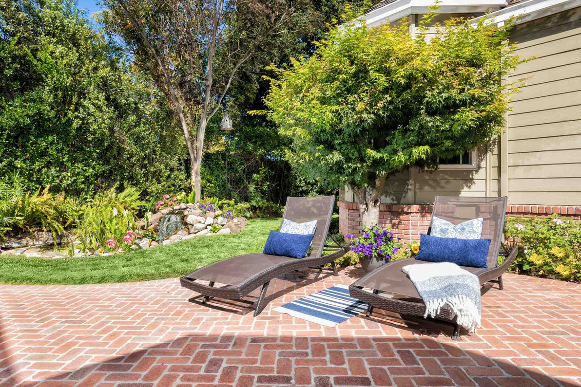 Traditional - Lilac - Backyard - 3 - Aft