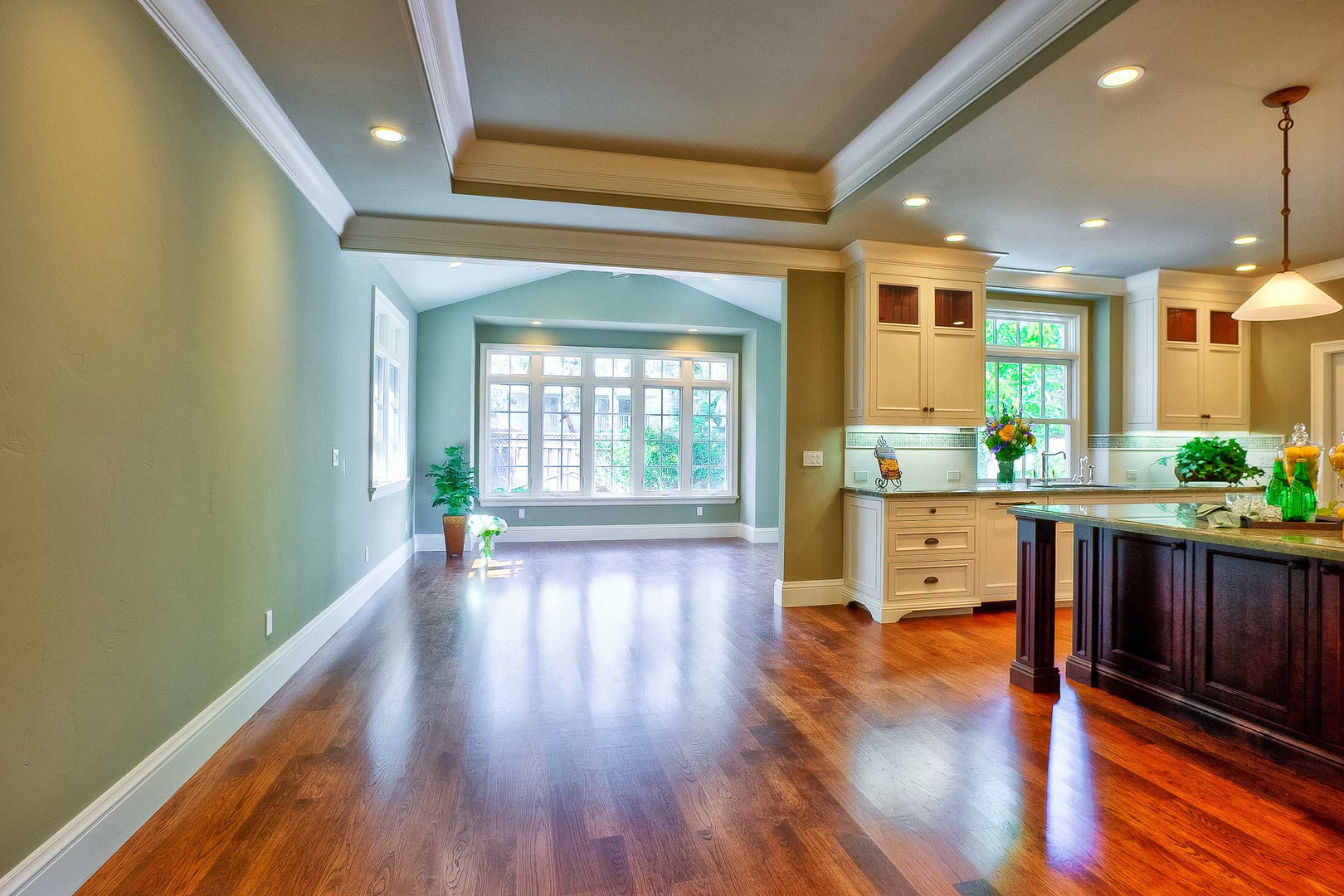 Transitional - East Creek - Dining - 1 -