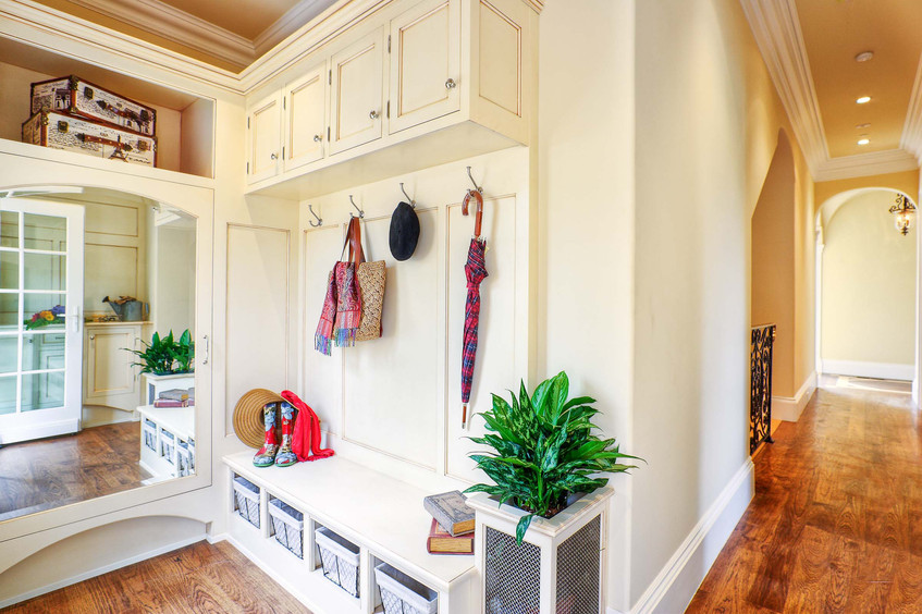Traditional - Betty - Mud Room - 1 - Aft