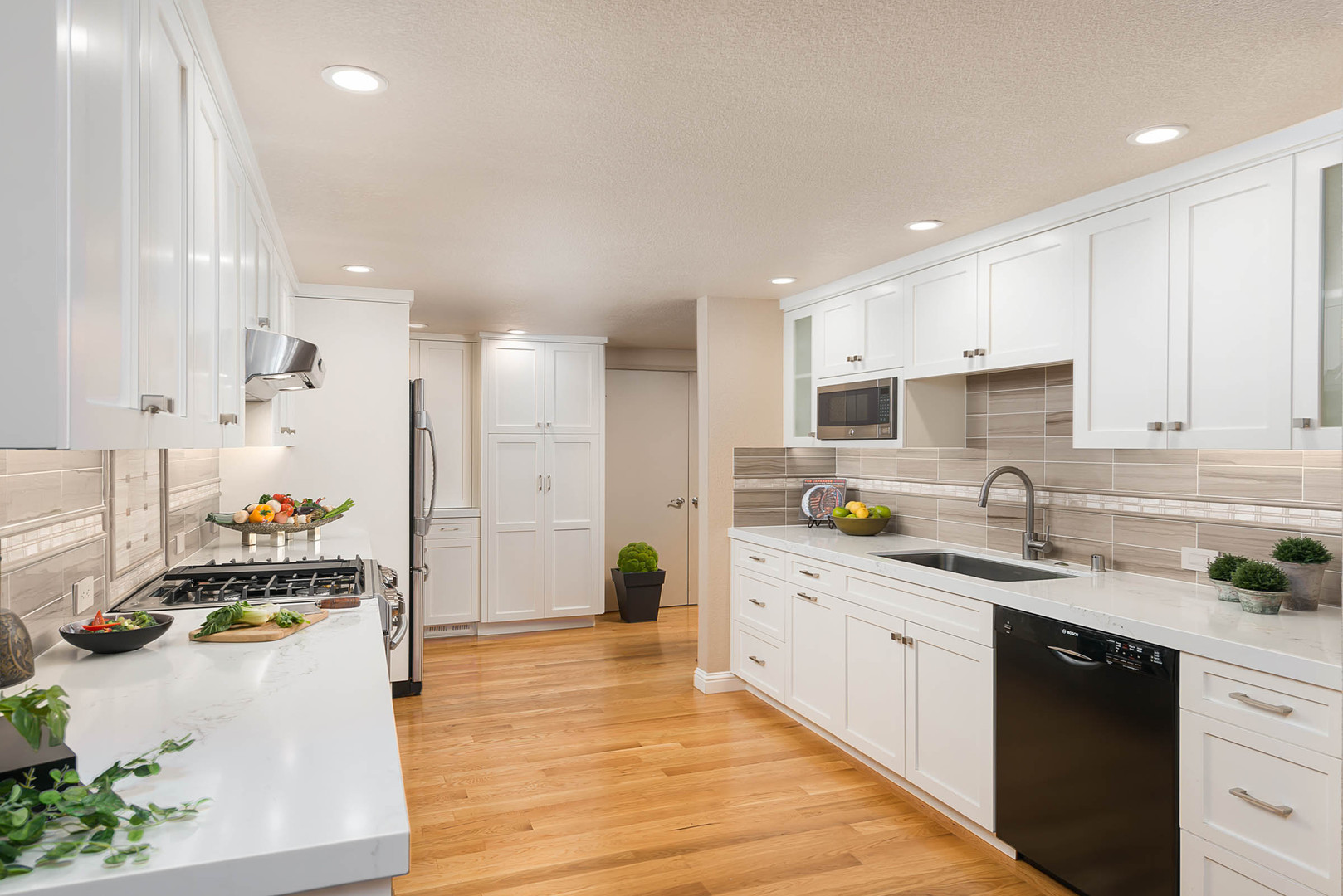 Transitional - United Place - Kitchen -