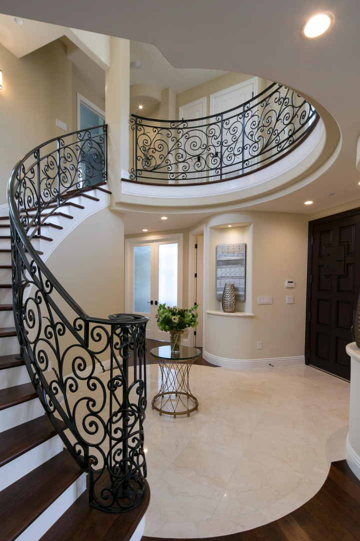 Transitional - Pine - Staircase - 1 - Af