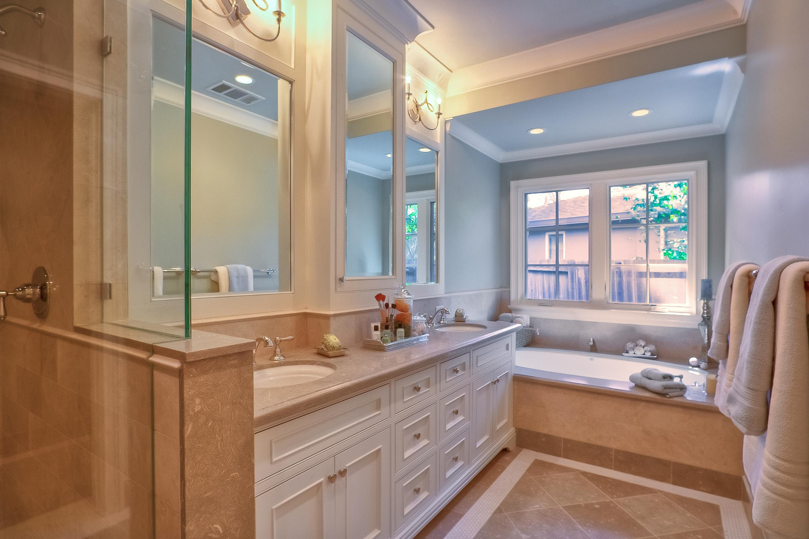 Transitional - East Creek - Master Bath