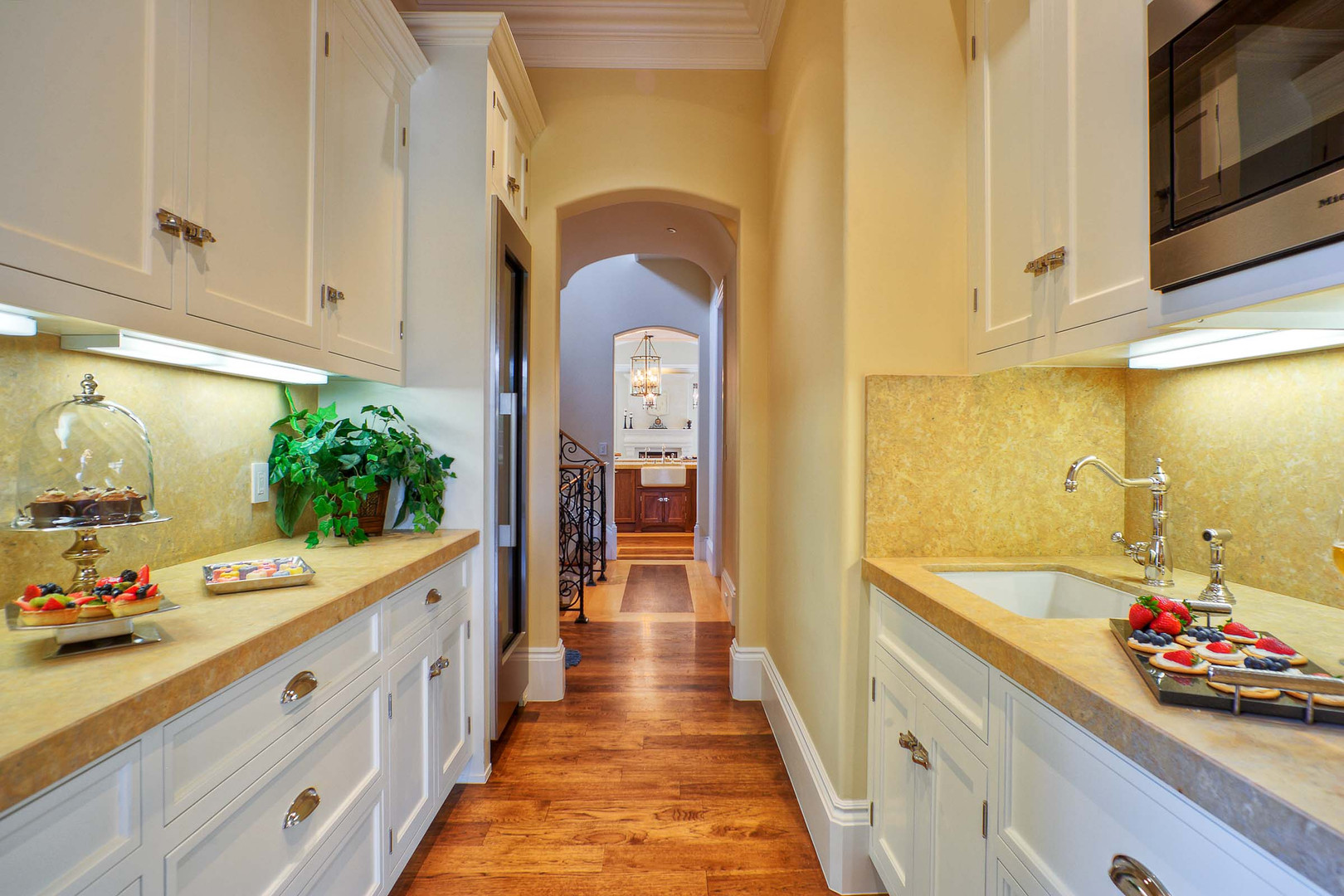 Traditional - Betty - Butler Pantry - 1