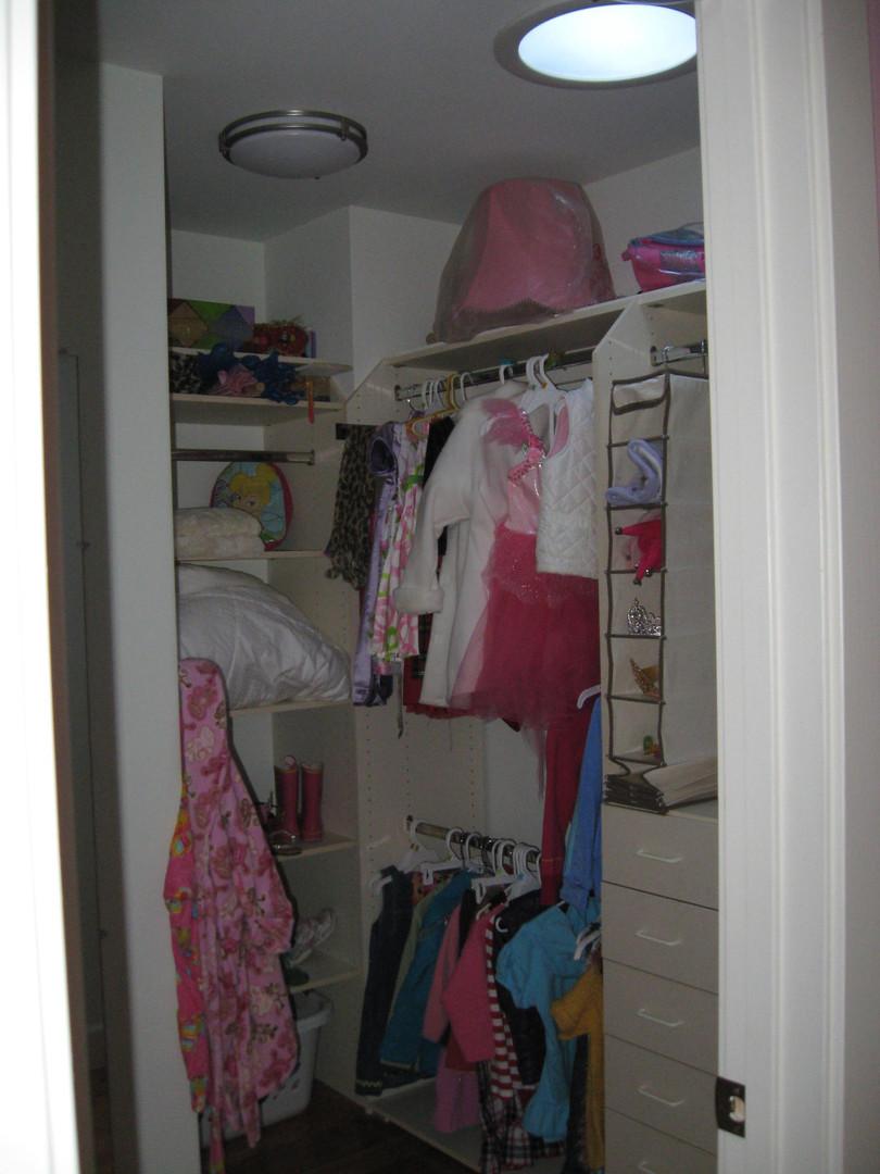 Contemporary - Oak Knoll II - Closet - 3