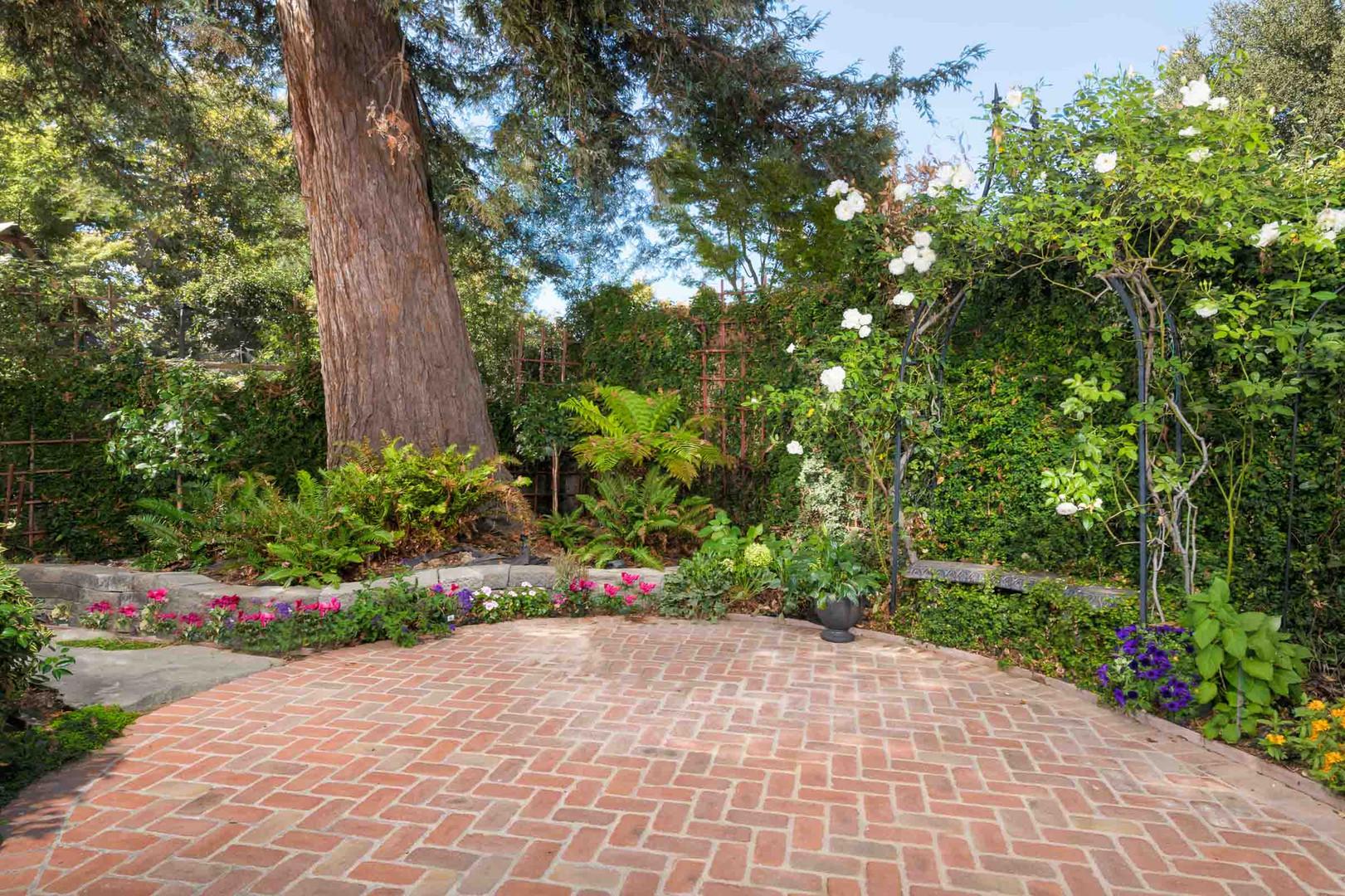 Traditional - Lilac - Backyard - 4 - Aft