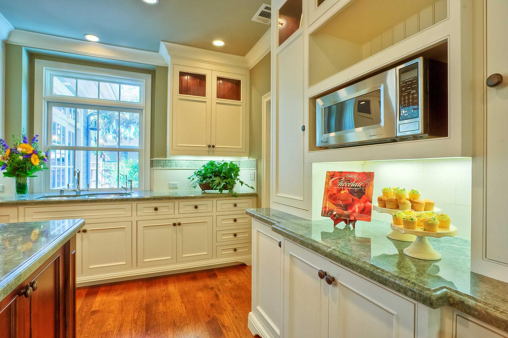 Transitional - East Creek - Kitchen - 1
