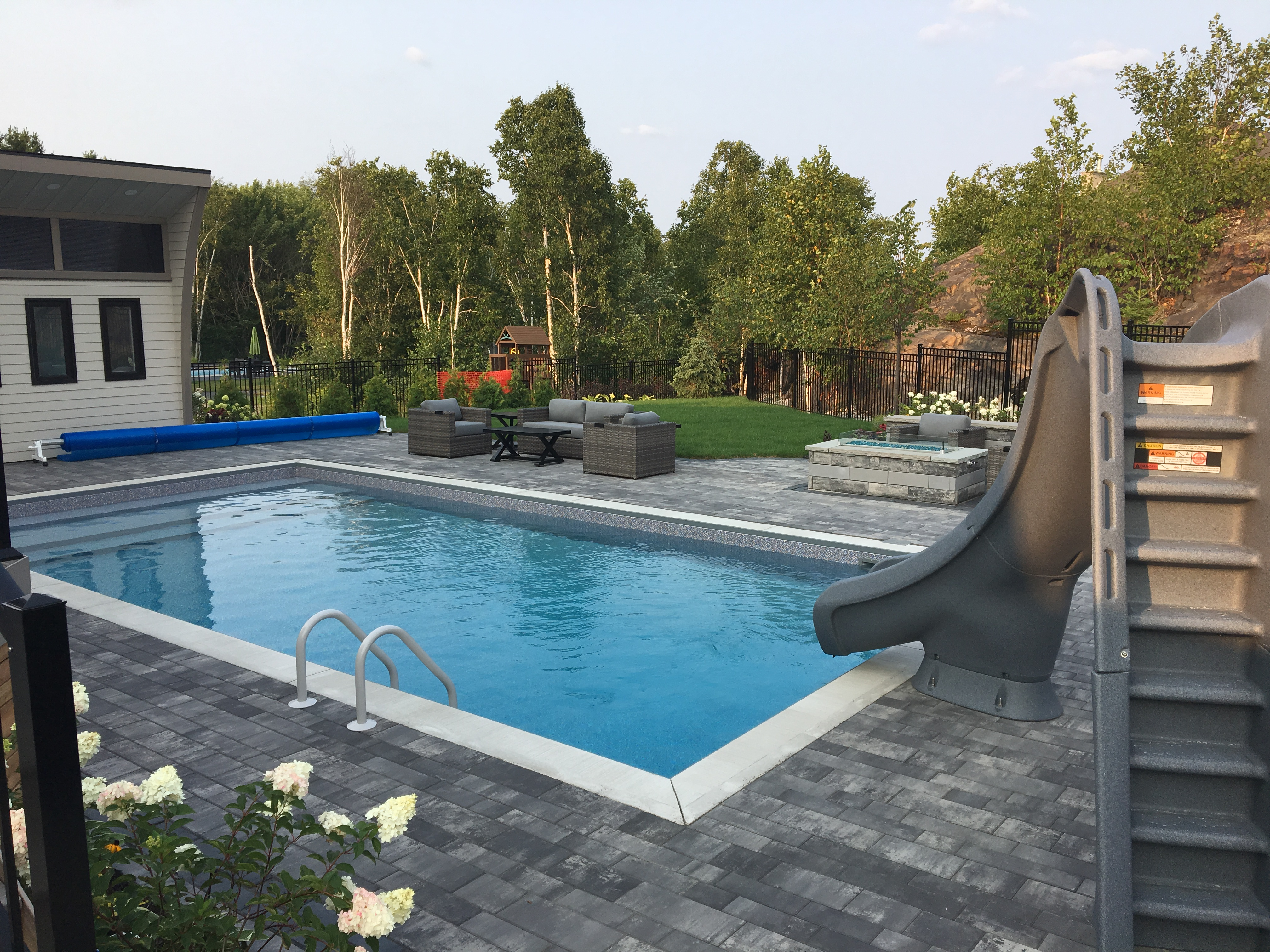 Pool & pool house2