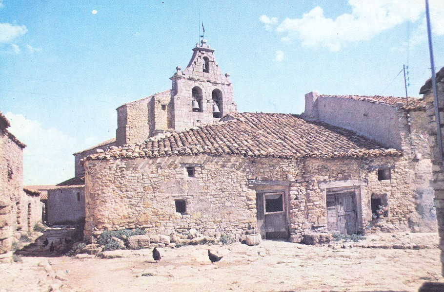 Plaza Pequeña e Iglesia