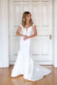 classic simple elegant wedding dress