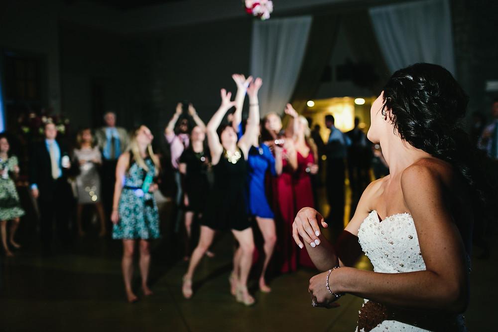 bouquet toss