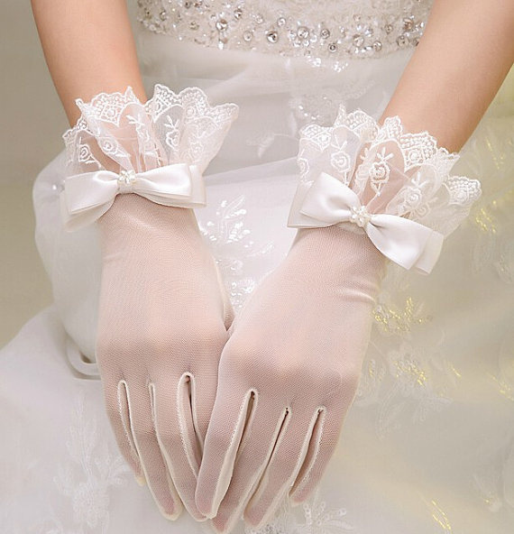 Ruffled Bow Lace Bridal Gloves