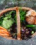 Verduras frescas en cesta
