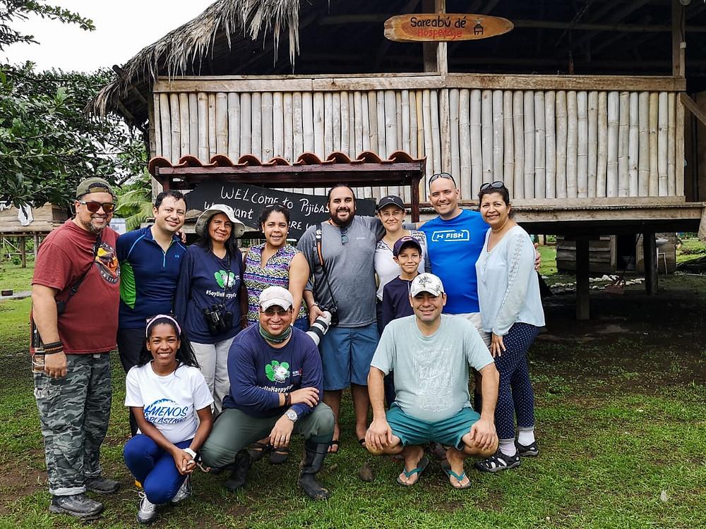 De izquierda a derecha en la parte de arriba estamos: yo, Alejandro, Karla, Yamy, Pich, Alejandra (e hijo), Rafael y Anayansi. Abajo, de izquierda a derecha: Yolani, Jorge y Alfredo.