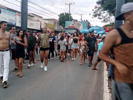 Parada do Orgulho LGBT trará DJ internacional e a performer Léo Áquilla para Ceilândia