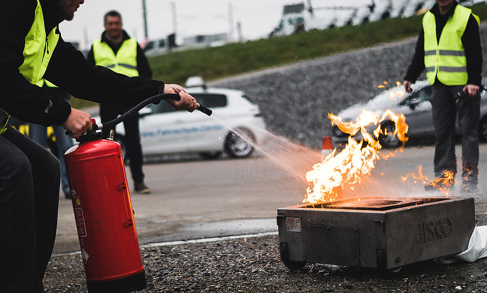 Brand – ein heisser Kurs – Theorie und Praxis