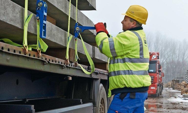 Güter transportieren – Ladung sichern