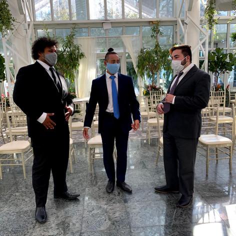 3 tenors waiting.jpg