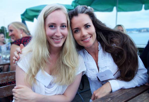 Med forfatterkollega Kaja Nylund på forlagets sommerfest på Hovedøya.