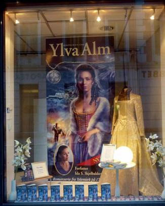 Reklamevindu for Krøniken om Ylva Alm
