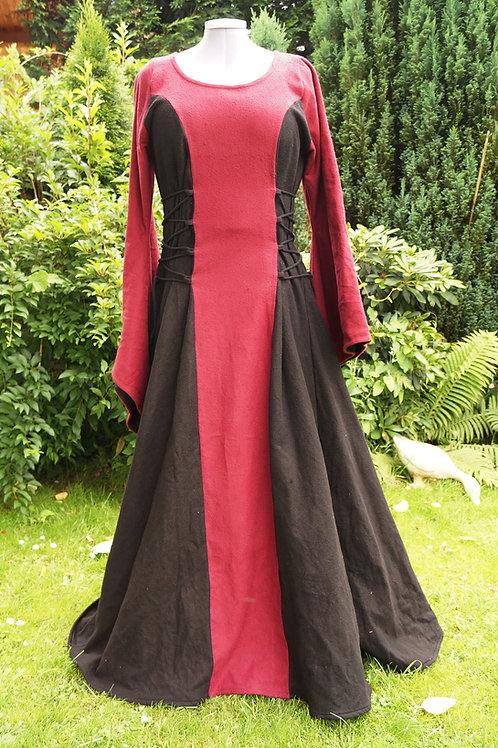 Magierkleid aus Leinen in rot/schwarz
