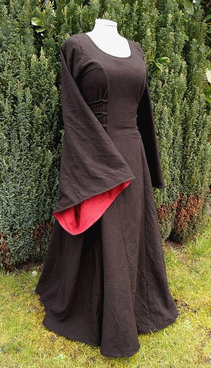 Magierkleid aus Leinen in schwarz/rot