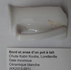 Bord et anse d'un pot à lait