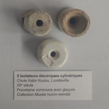 3 isolateurs éelectriques cylindriques