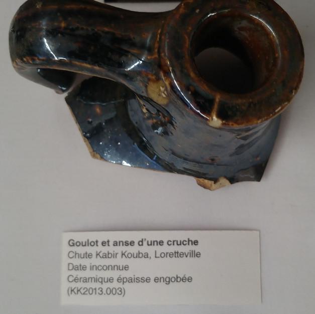 Goulot et anse d'une cruche