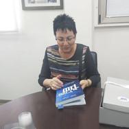 """שרה פרידמן יו""""ר מכללת אחווה עם ספר המנכ""""לים"""
