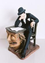 1983.  A escrivaninha