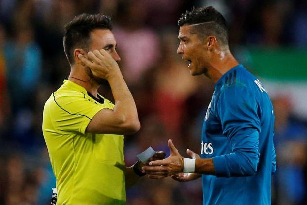 L'insulte de Ronaldo à l'arbitre.