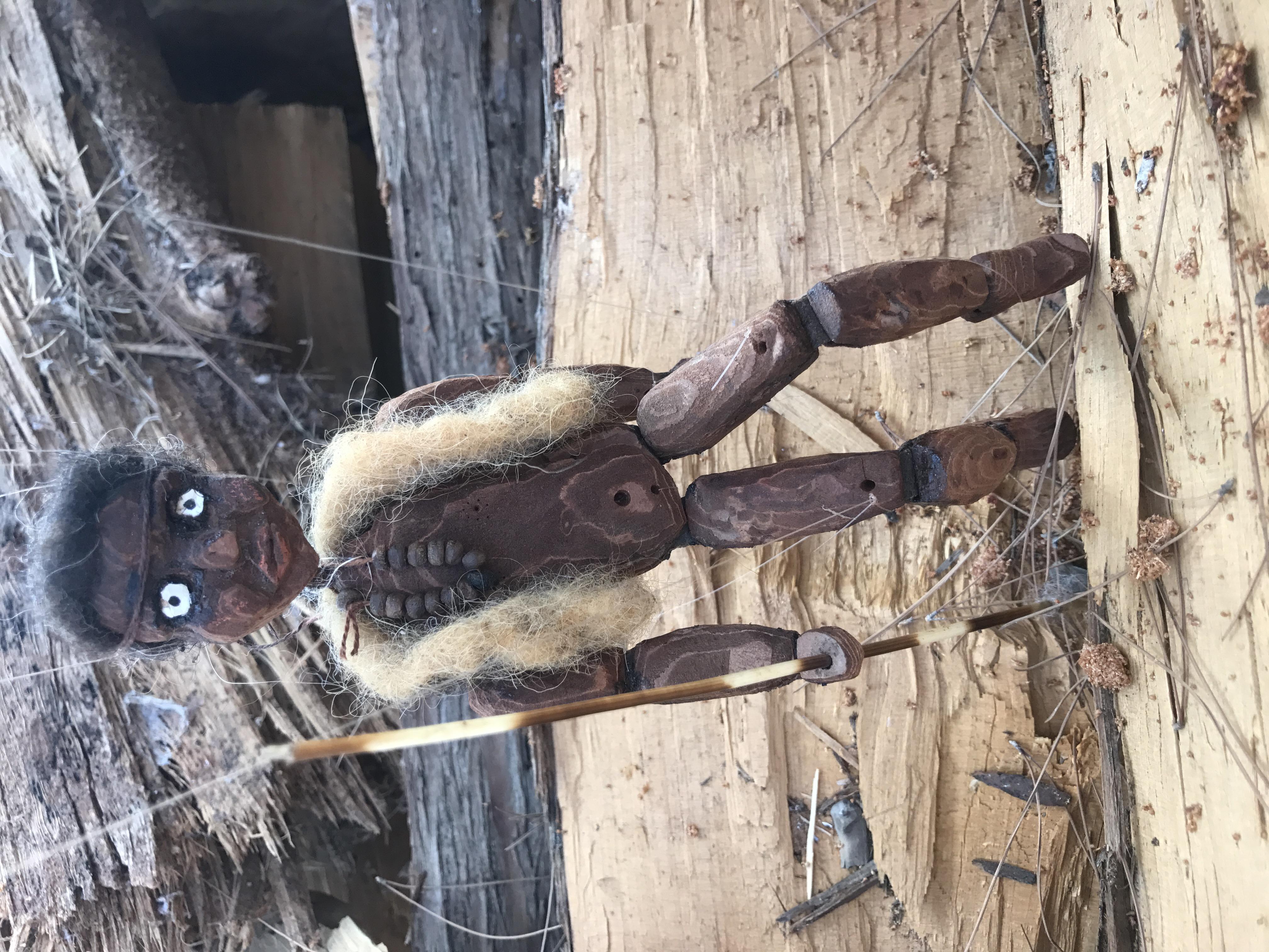 מריונטה מקליפת עץ אורן