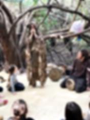 חן רכטמן- מספרת סיפורים בגלימת סיפורי היער
