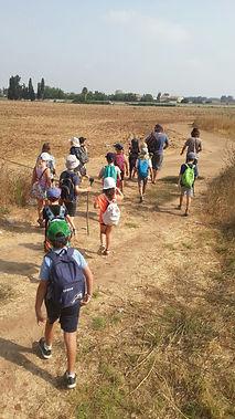 חוג קיץ של שומרי הגן יוצאים לטיול ליקוט עם יתיר שדה וחן רכטמן