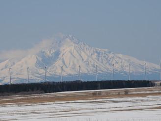 利尻富士とオトンルイ風車群