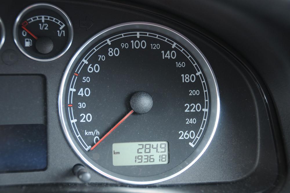 走行距離メーター、撮影後新車の購入先へ回送