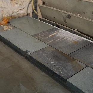 Mise en place des dalles en pierre naturelles