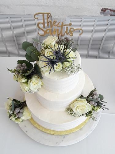 Natural Rose flowers Wedding Cake