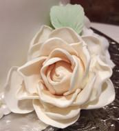 wedding cake white roses