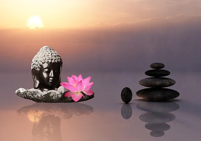 tete boubdha avec fleur de lotus et galets