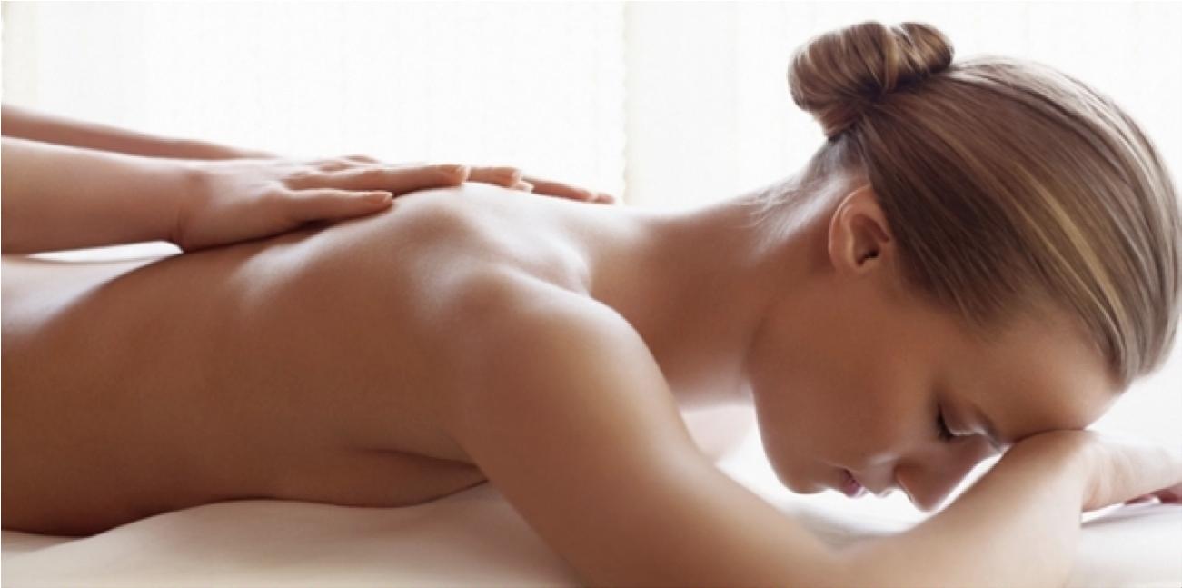 une femme reçoie une massage a Périgueux
