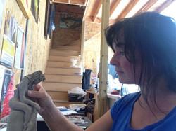 Sculpture d'argile à l'atelier