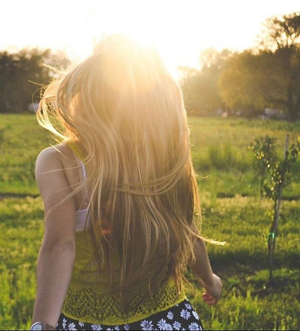 blonde-girl-backlight-happy-summer-sunli