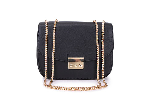 Shoulder bag with with versatile chain handle in Black.