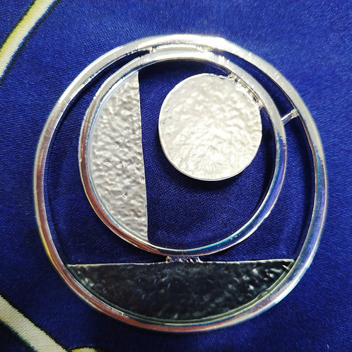 Cool magnetic Art Deco Circle brooch with in Grey and Silver .
