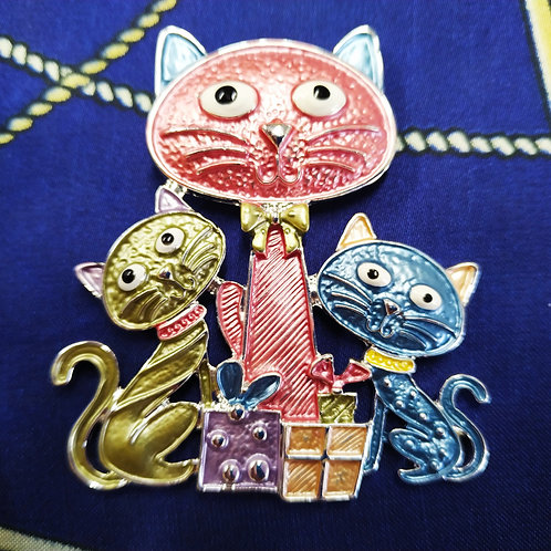 Cool Fun magnetic Cats  Brooch with in Pink / Blue / Green Enamel.