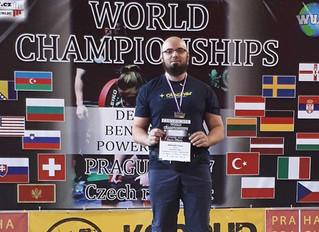 Kraftdreikampf-Weltmeister Engelbert Daurer powered by Ötscher