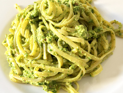 LINGUINE AL PESTO DI CAVOLO NERO / LINGUINE WITH KALE PESTO